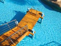 Zwembad bij het kuuroordhotel Stock Afbeeldingen