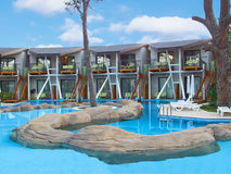 Zwembad bij het kuuroordhotel Royalty-vrije Stock Afbeeldingen