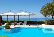 Zwembad bij luxehotel Royalty-vrije Stock Afbeelding