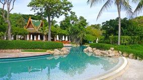 Zwembad bij luxetoevlucht stock afbeeldingen