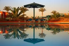 Zwembad bij ochtend Royalty-vrije Stock Fotografie