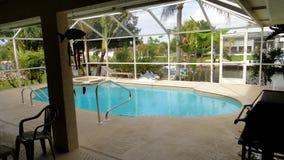Zwembad binnen het huis royalty-vrije stock afbeelding
