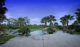 Zwembad in Binnenplaats van Huis Royalty-vrije Stock Afbeeldingen