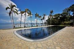 Zwembad door het overzees royalty-vrije stock foto's