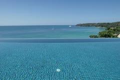 Zwembad duidelijk water royalty-vrije stock foto's