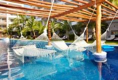 Zwembad en hangmat royalty-vrije stock foto's
