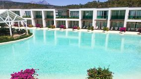 Zwembad en Hotel royalty-vrije stock foto