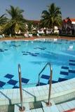 Zwembad en huizen Royalty-vrije Stock Fotografie