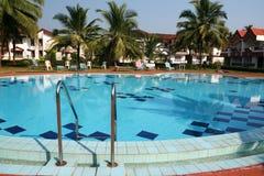 Zwembad en huizen Royalty-vrije Stock Afbeelding