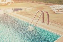 Zwembad en Treden Royalty-vrije Stock Afbeelding
