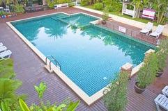 Zwembad en tuin Royalty-vrije Stock Afbeelding