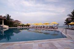 Zwembad in het hotel van Vietnam Royalty-vrije Stock Afbeeldingen