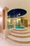 Zwembad in hotel Stock Afbeelding