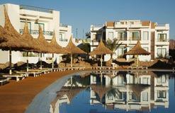 Zwembad in hotel Royalty-vrije Stock Afbeeldingen