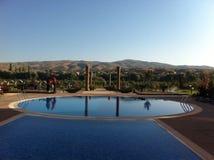Zwembad in hotel in cappadokia - Turkije Stock Afbeeldingen