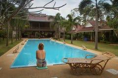 Zwembad in kuuroordtoevlucht in Thailand Stock Afbeelding
