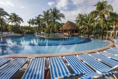 Zwembad in luxetoevlucht, Riviera Maya, Mexico Stock Afbeeldingen