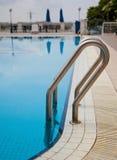 Zwembad met ladder Royalty-vrije Stock Fotografie