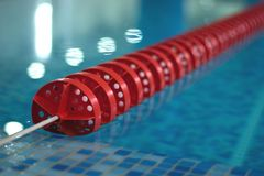 Zwembad met rode lijn Stock Foto's