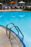Zwembad met staalladder Royalty-vrije Stock Afbeelding