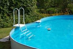 Zwembad na het schoonmaken Stock Foto