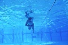 Zwembad onderwater royalty-vrije stock fotografie