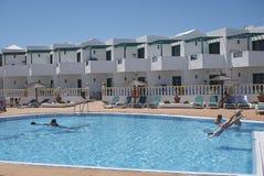 Zwembad in Puerto del Carmen royalty-vrije stock foto's