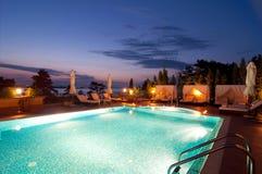 Zwembad van luxehotel Royalty-vrije Stock Foto's