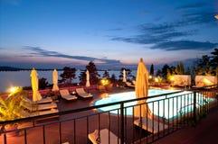 Zwembad van luxehotel Royalty-vrije Stock Afbeeldingen