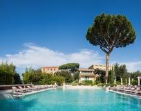 Zwembad van luxehotel Royalty-vrije Stock Afbeelding