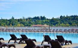 Zwembad van luxehotel Stock Afbeelding
