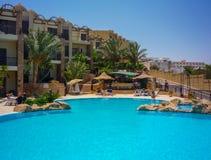 Zwembad van luxehotel in Egypet Hurghada Juli 2009 stock foto