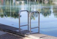 Zwembadladder Royalty-vrije Stock Afbeeldingen