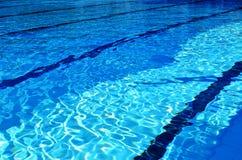 Zwembadstegen stock afbeeldingen
