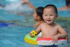 Zwemmend jong geitje Royalty-vrije Stock Foto's