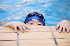 Zwemmend kind Stock Afbeeldingen