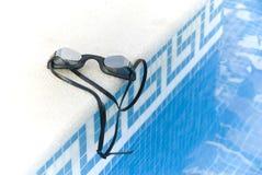 Zwemmende glazen Stock Afbeelding