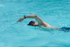 Zwemmende mens Royalty-vrije Stock Afbeelding
