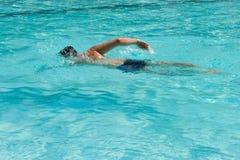 Zwemmende mens Royalty-vrije Stock Afbeeldingen