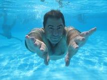 Zwemmende onderwaterfoto Royalty-vrije Stock Foto's