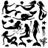 Zwemmende onderwatermeermin zwarte vectorsilhouetten royalty-vrije illustratie