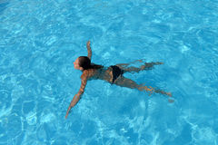 Zwemmende vrouw Royalty-vrije Stock Fotografie