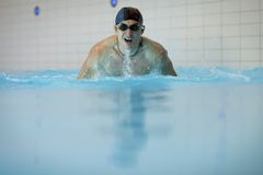 Zwemmer die Vlinderslag doet Royalty-vrije Stock Foto