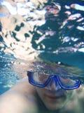 Zwemmer onderwater royalty-vrije stock afbeeldingen