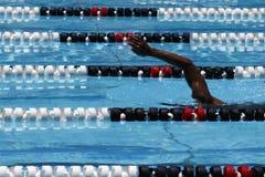 Zwemmer in poolsteeg Royalty-vrije Stock Afbeelding