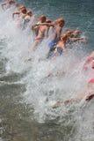 Zwemt de gezonde oefening die van de triatlon triathletes sport zwemmen Stock Foto's