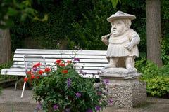 Zwergartige Zahl in Hofgarten, Augsburg, Deutschland Lizenzfreies Stockbild