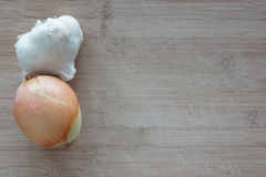 Zwiebel und Knoblauch stockbilder