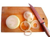 Zwiebel und Messer Lizenzfreie Stockbilder