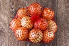 Zwiebeln in einer Tasche Lizenzfreies Stockfoto